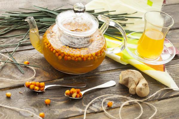Чай с облепихой, имбирем и медом