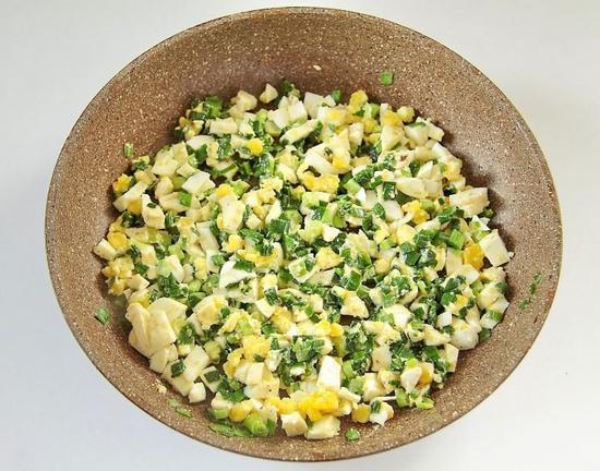 Яйца с зеленым луком