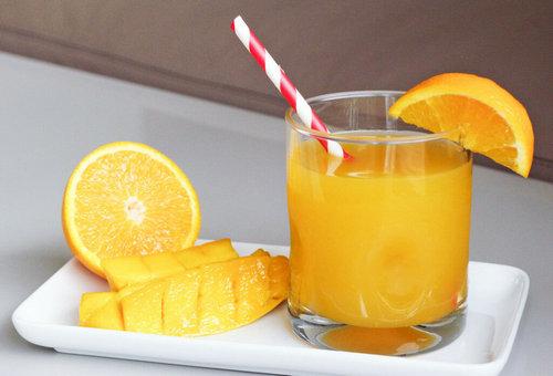 Коктейль из манго и апельсина